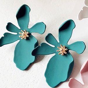 Cute flower earrings new